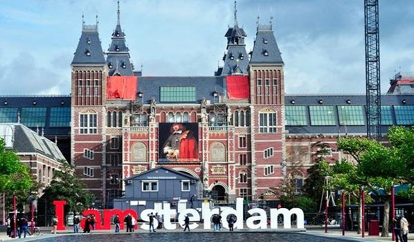 Amsterdam là thủ đô của Hà Lan
